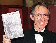 McEwan presume de su libro