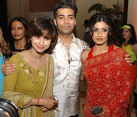 Cine stars Urmila Matondkar  L  and Raveena Tandon  R  at the Cine    Urmila Matondkar Family Photo