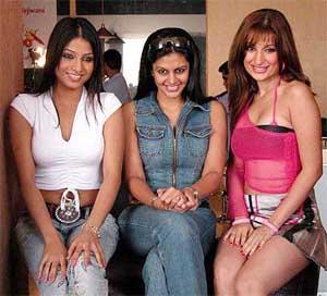 Sex bomb negar khan and justin timberlake 1 - 2 1