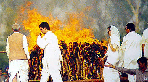 Sonia watches the funeral pyre of Rajiv Gandhi as Rahul walks ahead of her.
