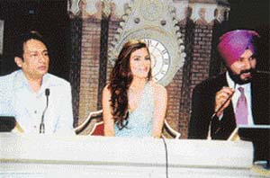 Shekhar Suman, Parizad and Navjot Sidhu on the sets of The Great Indian Laughter Challenge: Packing in the punch