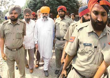 """Wassan Singh Zaffarwal with cops after his """"surrender"""""""
