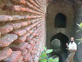 A view of the ancient 'bauli' and well at Serai Immanat Khan that is in a dilapidated condition.
