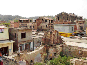 The old palatial houses that were once the glory of Jajon lie in ruins.