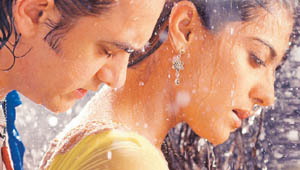 Aamir with Kajol in Fanaa
