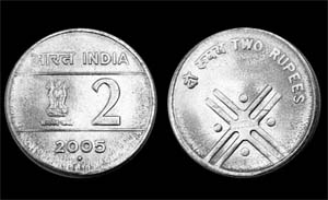 Photographs of the obverse and reverse of the new Indian 2-rupee coin