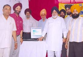 Rajya Sabha member Raj Mohinder Singh Majitha launching the website, www.bharatsandesh.com