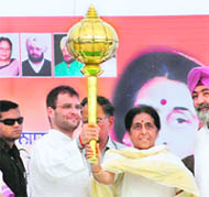 Congress general secretary Rahul Gandhi holds up a mace with party candidate Santosh Chaudhary in Hoshiarpur on Saturday.