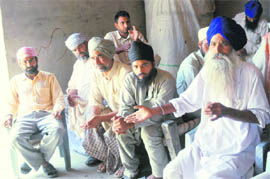 Farmers of Ghazal village in the Khadoor Sahib constituency narrate their problems.