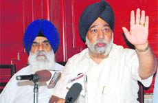DSGMC chief Paramjit Singh Sarna addresses a press conference in Amritsar on Monday. On his right is Akali leader Manjit Singh Calcutta.