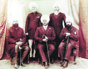 Bhai Arjan Singh Bagrian, Maharaja Bhupindra Singh of Patiala and Maharaja Ripudaman Singh of Nabha are seated in this 1917 picture, often said to be the only one in which the two maharajas are together. Standing on the left is Raja Gurdit Singh and on the right is Bhai Kahan Singh. Photo: Courtesy Maj A P Singh