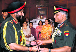 General Bikram Singh (L) takes over as the Chief of Army Staff from his predecessor General VK Singh in New Delhi on Thursday.