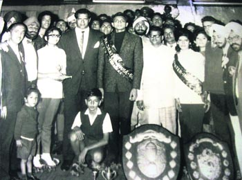 Dara Singh (in black suit) with the participants of the National Roller Skating Championship held in Mussoorie in 1969.