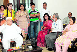 A delegation of homoeopathic doctors from Pakistan with Uttarakhand Governor Aziz Qureshi at Raj Bhawan in Dehradun on Tuesday.