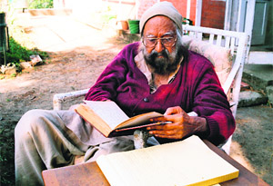 Khushwant Singh at his cottage in Kasauli. Photo by Roopinder Singh