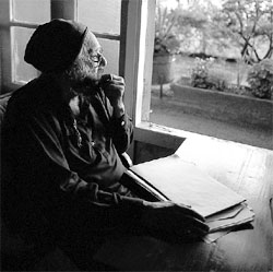 Khushwant Singh observes nature and often writes about it Photo courtesy: Khushwant Singh: In the Name of the Father. Roli Books