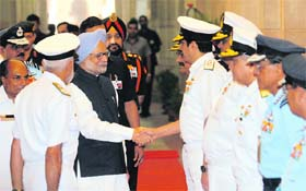 Prime Minister Manmohan Singh, along with Defence Minister AK Antony (left) and the three service chiefs, interacts with senior officers in New Delhi