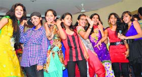 The tribune chandigarh india ludhiana students have a ball at a freshers party at the sdp college for women negle Images