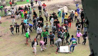 Civilians scramble to collect food material airdropped by an IAF chopper in the flood-hit Kashmir valley.